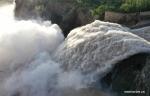 تصريف المياه من خزان مياه ضخم في شمال غربي الصين .jpg