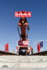 وضع خط سكة حديد جديد لتسريع تبادلات شينجيانغ مع تشينغهاي وما بعدها .jpg