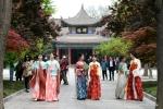 فتيات صينيات يحتفلن بعيد شانغسي بارتداء ملابس هان التقليدية.jpg