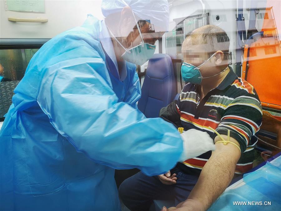 ثلاثة متعافين من عدوى فيروس كورونا الجديد يتبرعون بالبلازما في مقاطعة بجنوبي الصين .jpg