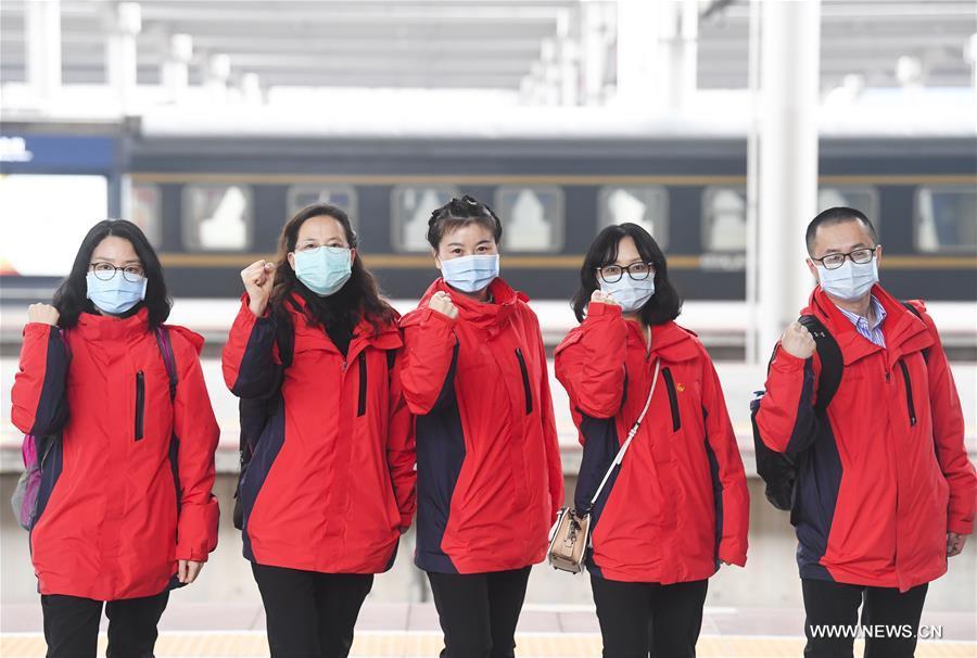 الدفعة الـ16 من العاملين الطبيين لتشونغتشينغ يغادرون إلى هوبي .jpg