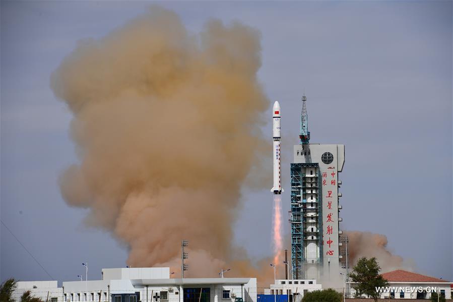 الصين تطلق قمرين صناعيين إلى المدار المخطط لهما .jpg