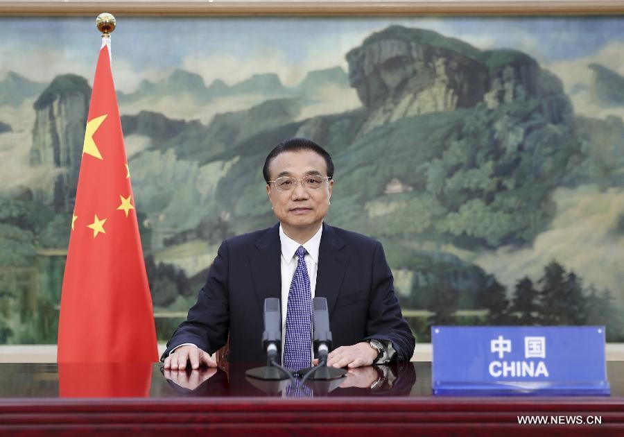 رئيس مجلس الدولة الصيني يلقي خطابا في القمة العالمية للقاحات .jpg