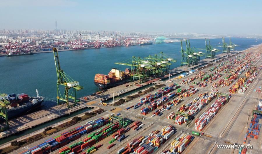 ميناء تيانجين بشمالي الصين يسجل رقما قياسيا جديدا في الحاويات .jpg